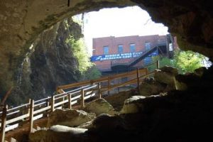 hidden-river-cave-entrance-horse-cave-hart-co-ky.jpg